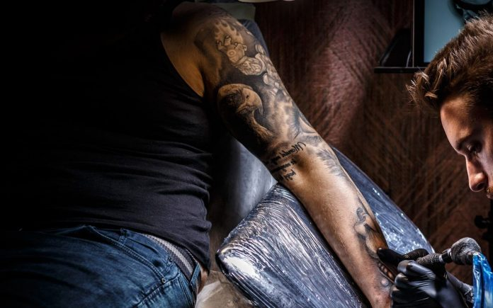 tatuaggi sexy uomo
