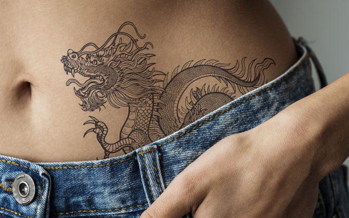tatuaggi vita fianchi